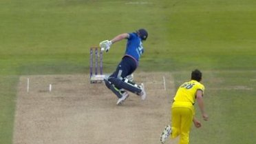 ben-stokes-mitchell-starc-obstructing_3346775